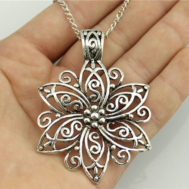Women's Vintage Flower Pendant Necklace